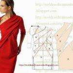 vestido com drapeado calculado