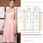 vestido rosa claro com flores no decote
