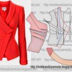 casaco vermelho com gola redonda